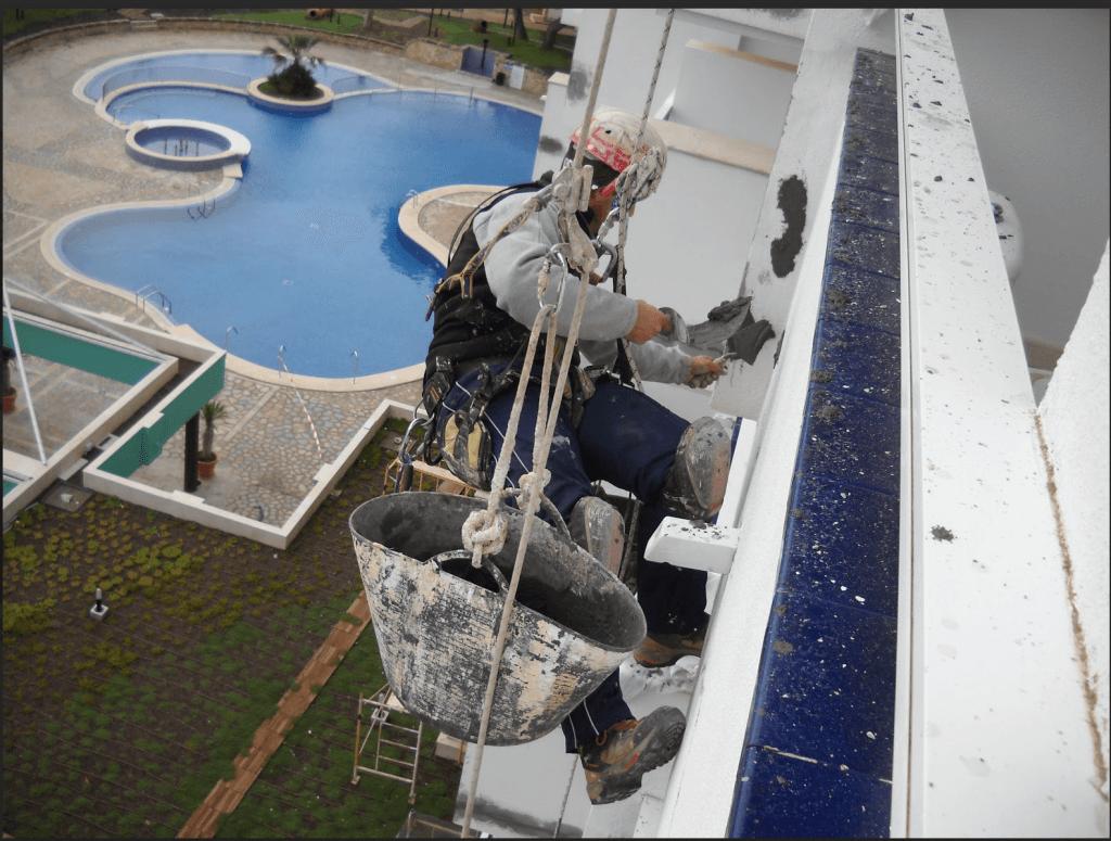 Rehabilitaci n de fachadas en mallorca trabajos verticales for Trabajos verticales en palma